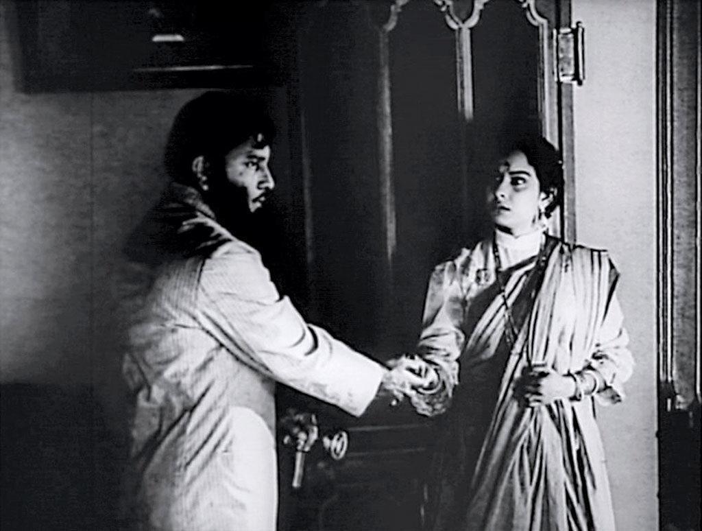 Charulata, the final scene