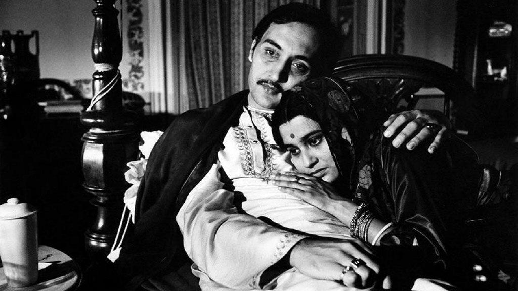 Nikhil (Victor Banerjee) and Bimala (Swatilekha Chatterjee)
