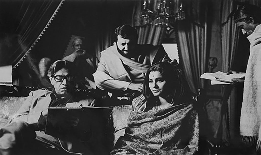 Ray on the set of The Home and the World (1984) with actors Soumitra Chatterjee and Swatilekha Chattopadhyay ©Nemai Ghosh