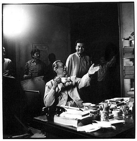Satyajit Ray with son - Sandip Ray on the sets of Ganashatru, 1989 ©Denis Darzacq