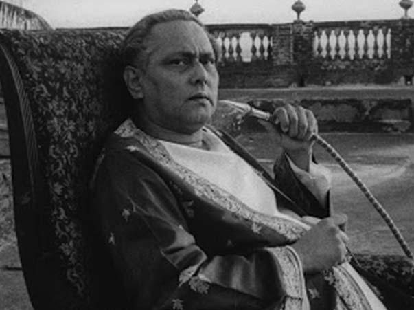 Chhabi Biswas as Biswambhar Roy