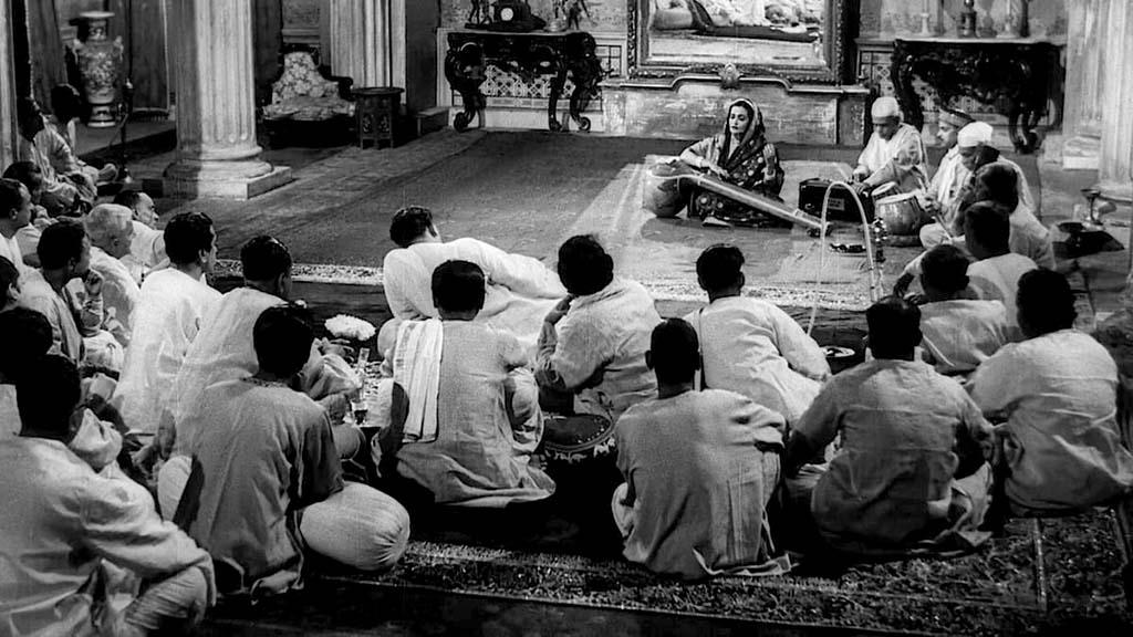 Akhtari Bai Fizabadi singing a Dadra in Raag Pilu in Jalsaghar