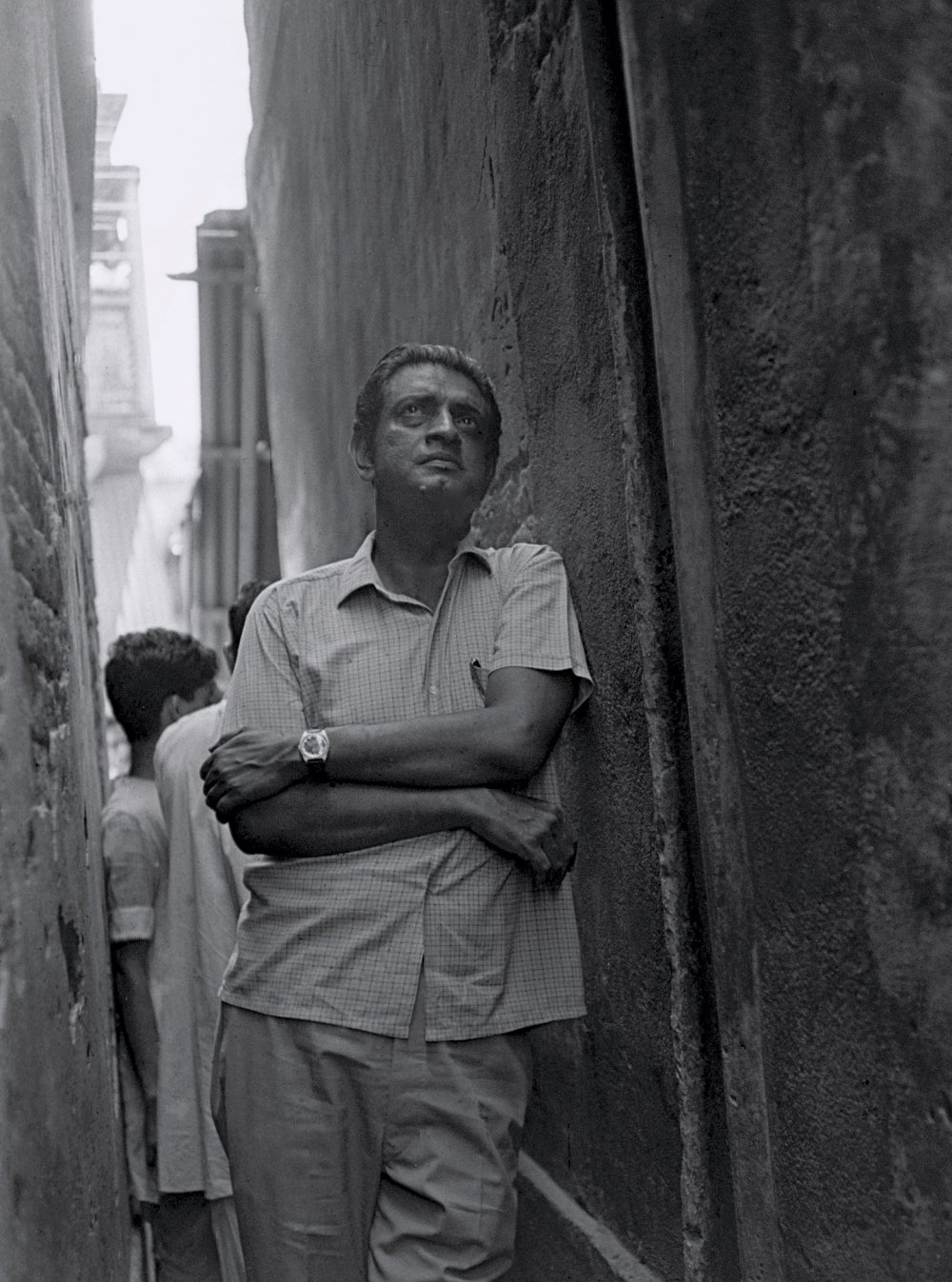 Satyajit Ray on the set of The Adversary, 1970. © Nemai Ghosh