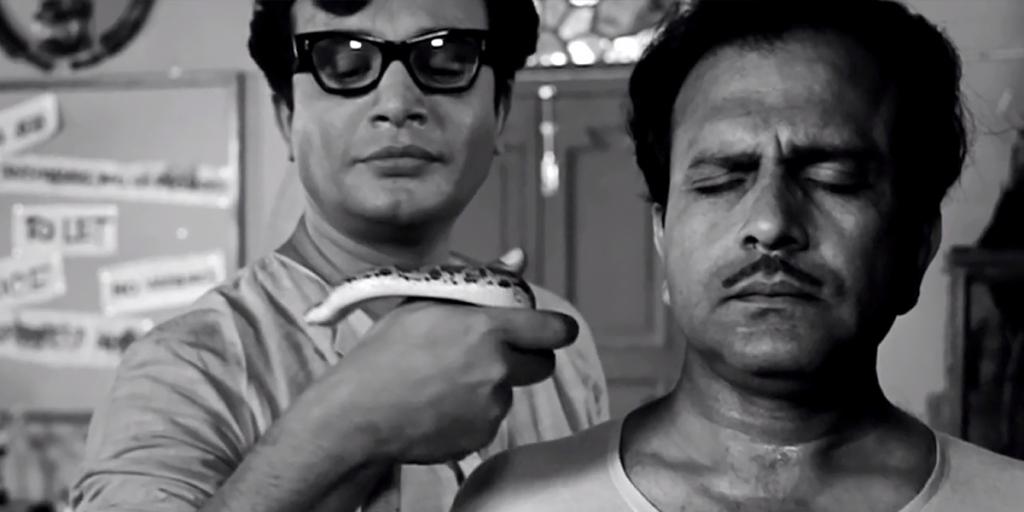 Byomkesh Bakshi (Uttam Kumar) with his snake