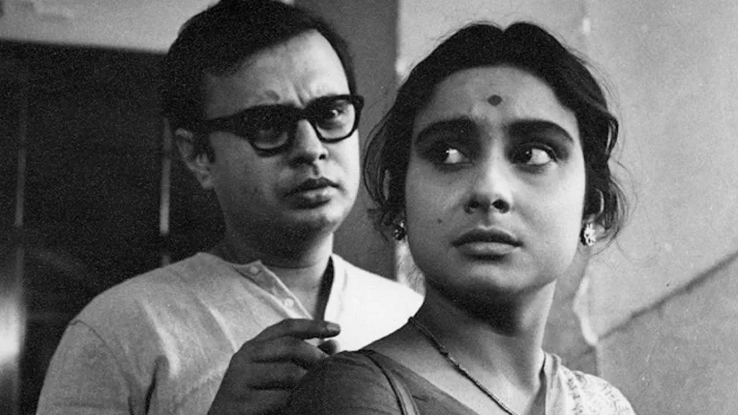 Subrata (Anil Chatterjee) and Arati (Madhabi Mukherjee)