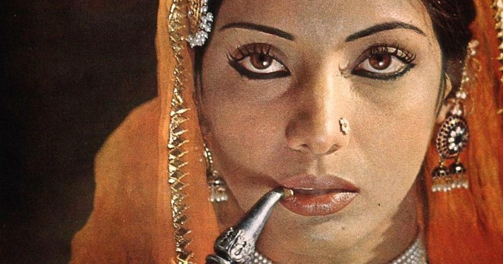 Mirza's wife, Khurshid (Shabana Azmi)