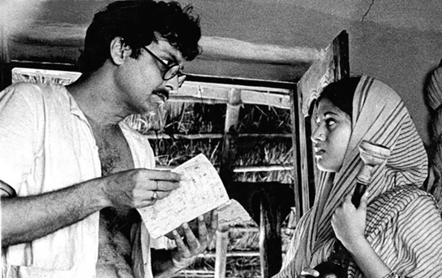Ananga (Babita) and Ganga (Soumitra Chatterjee)
