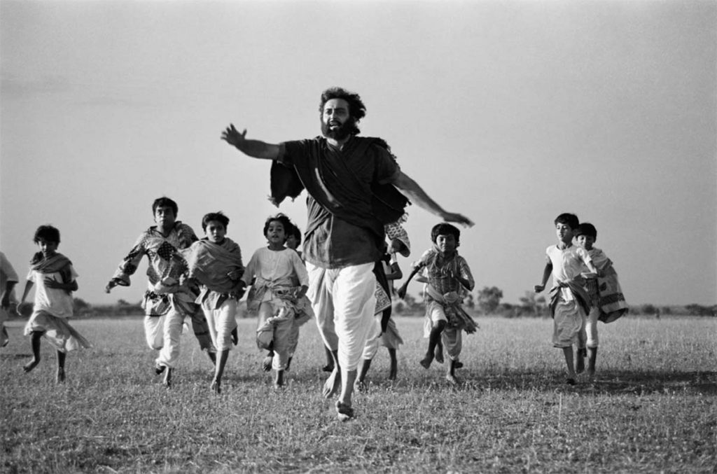 Professor Udayan (Soumitra Chatterjee) in Hirak Rajar Deshe ©Nemai Ghosh