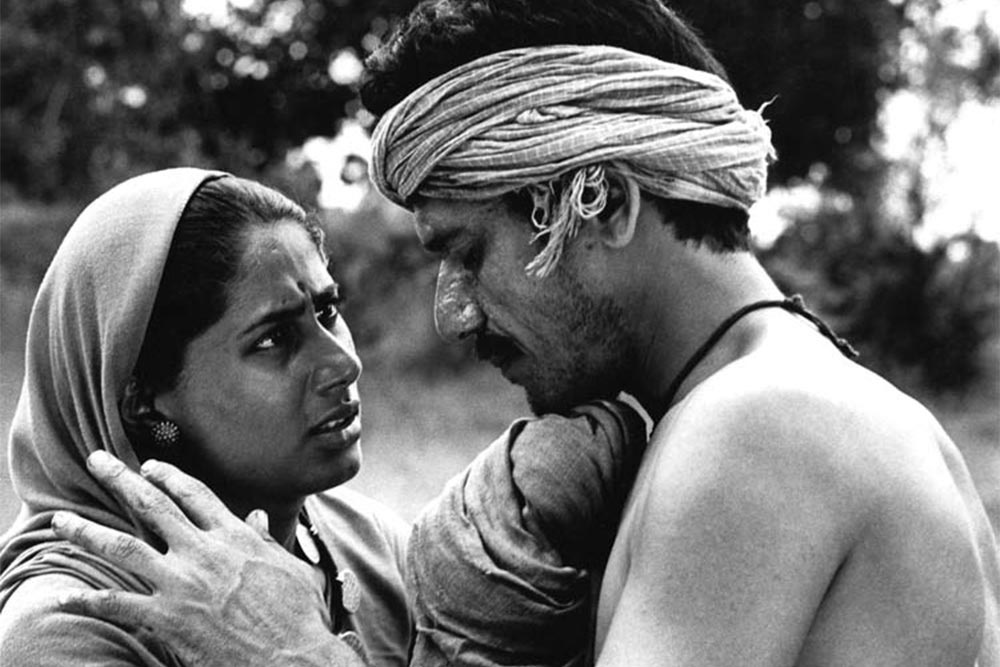 Jhuria (Smita Patil) and Dukhi (Om Puri) ©Nemai Ghosh