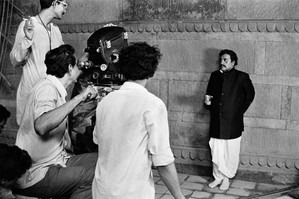 Satyajit Ray behind the camera with Utpal Dutt ©Nemai Ghosh