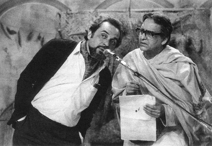 Nitish (Dhritiman Chatterjee) and Dr. Gupta (Soumitra Chatterjee) ©Nemai Ghosh