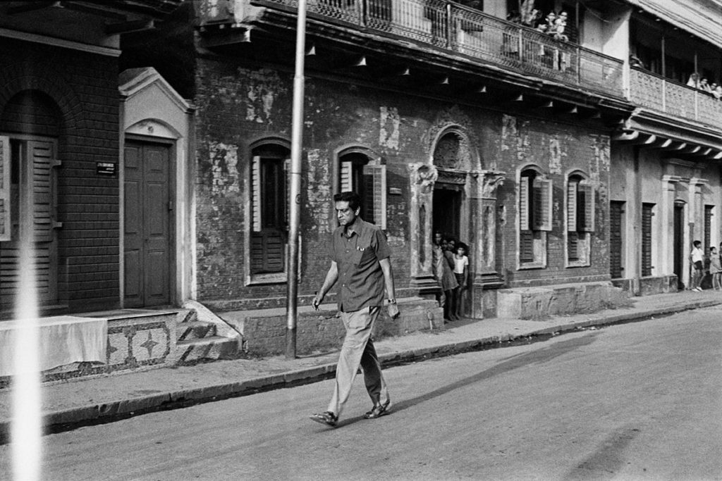 Satyajit Ray at location during filming of Sonar Kella ©Nemai Ghosh