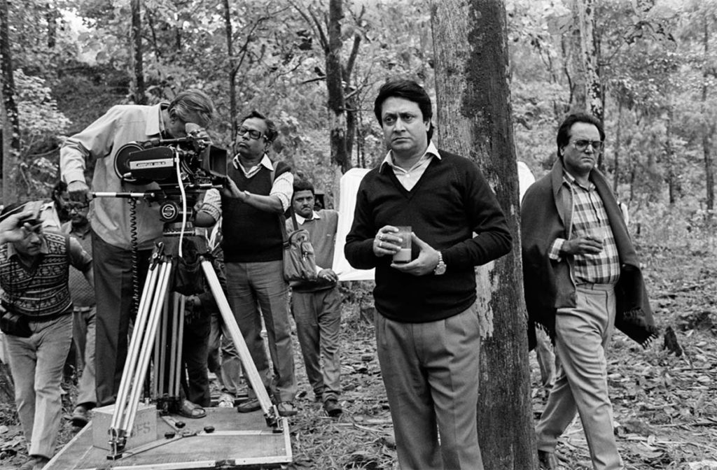 Ray behind the camera during filming of the picnic scene ©Nemai Ghosh