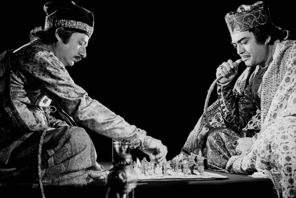 Mirza Sajjad Ali (Sanjeev Kumar) and Mir Roshan Ali (Saeed Jaffrey) play Chess oblivious to their wives and the world ©Nemai Ghosh