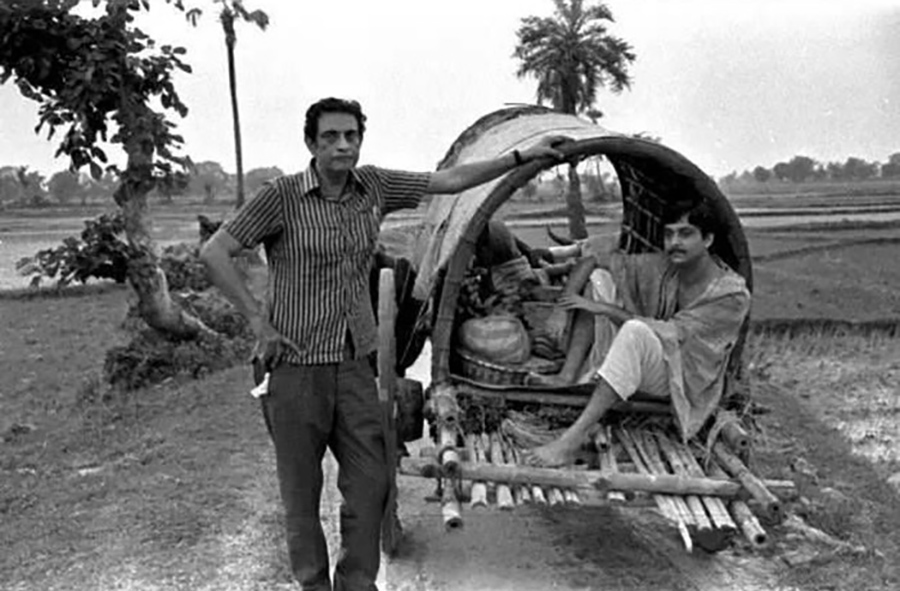 "Satyajit Ray directing Soumitra Chatterjee in ""Distant Thunder"" ©Nemai Ghosh"